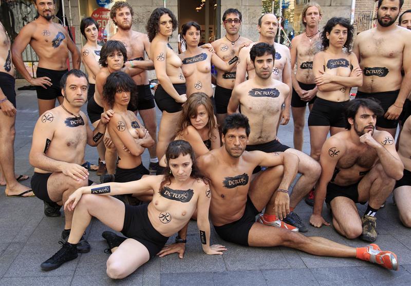 Catedral Consulta Fundador  Un striptease mundial reclama a Adidas y Nike a eliminar tóxicos de su  producción - Republica.com