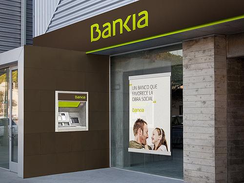 Negocio  de la banca  en España. El gobierno avala a la banca privada por otros 100.000 millones. Bankia