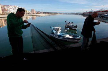 El Gobierno de Gibraltar amenaza con multar y detener a los pescadores españoles