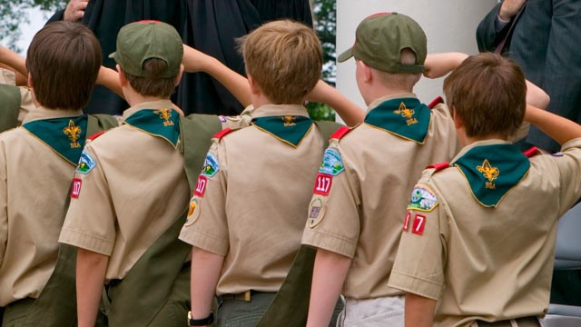 Salen a la luz miles de casos de abuso sexual en los Boy Scouts