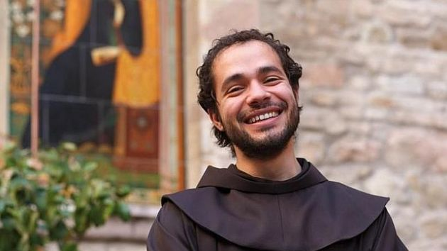 Un fraile franciscano italiano de 34 años se convierte en la nueva sensación de la lírica