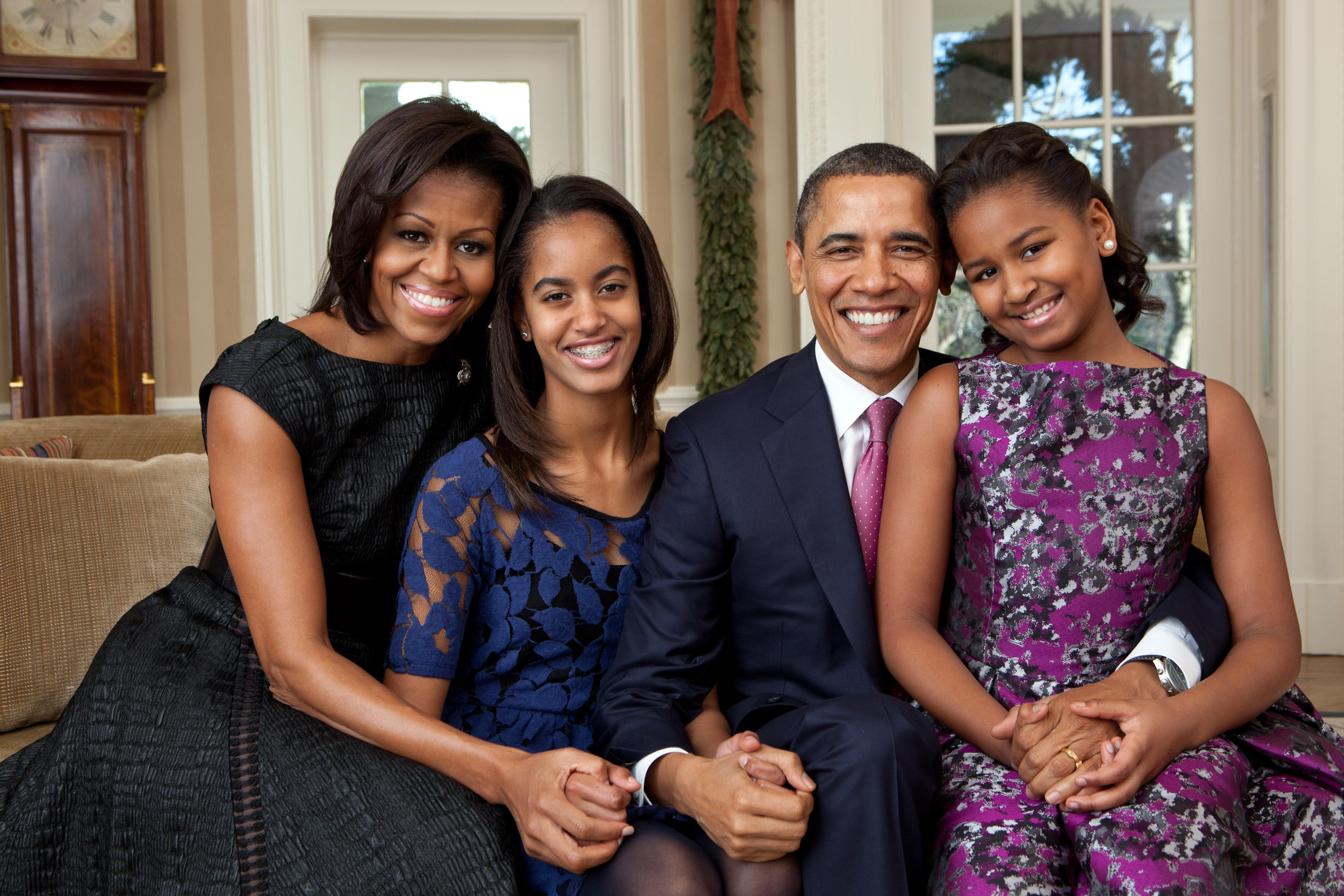 Michelle Obama recibe los 50 entre amigos y bailes