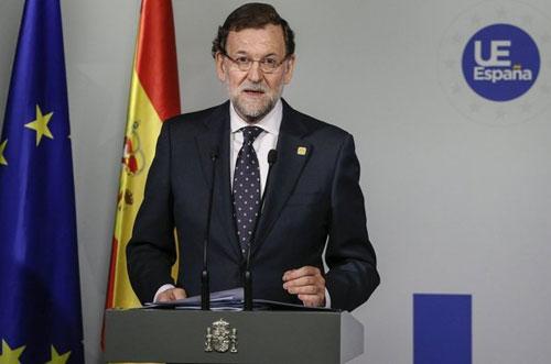 El Gobierno y todos los partidos, pendientes de la evolución de Adolfo Suárez