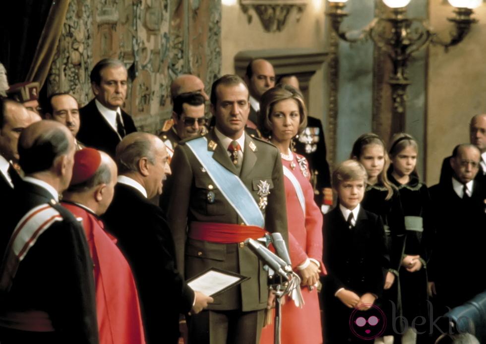¿Cómo es el proceso de abdicación del monarca?