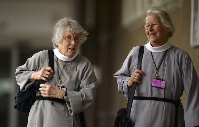 La Iglesia de Inglaterra vota 'sí' a la ordenación de mujeres obispo
