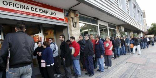 2,4 millones de parados llevan más de dos años buscando empleo