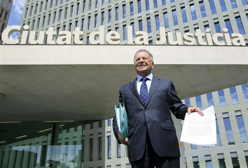 Manos Limpias denuncia que coches oficiales trasladaban dinero a bancos suizos