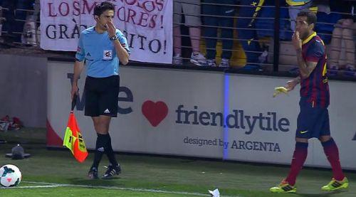 Competición sanciona al Villarreal con 12.000 euros por el plátano lanzado  a Dani Alves 0ca9d03cf7e