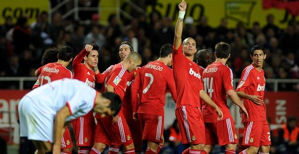 Real Madrid's players celebrate a goal d