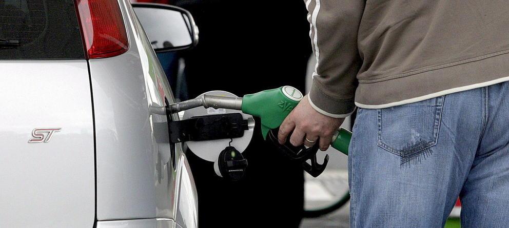 La caída de los precios del petróleo la gasolina