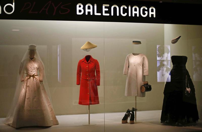 871847c6d62a El Museo del Traje recorre la historia de la moda a través del reloj ...