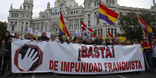La marcha contra la impunidad franquista entrega una carta en el Congreso  con sus demandas - Republica.com