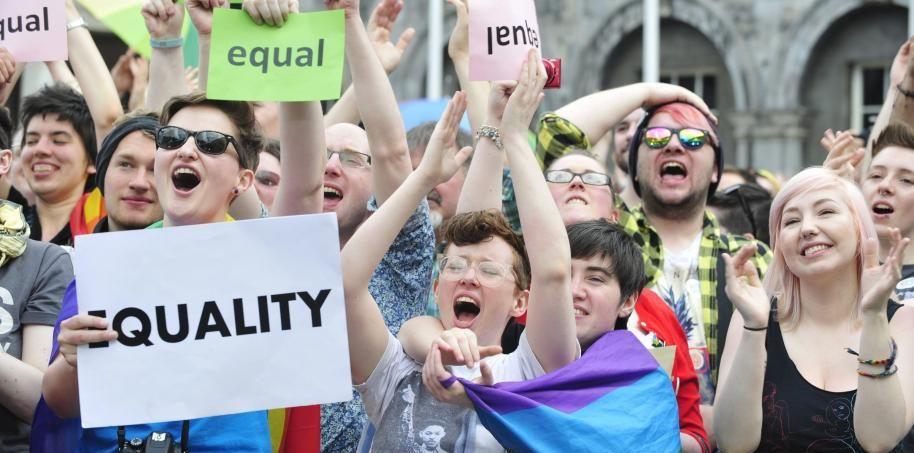 Grecia aprueba una ley que permite las uniones civiles
