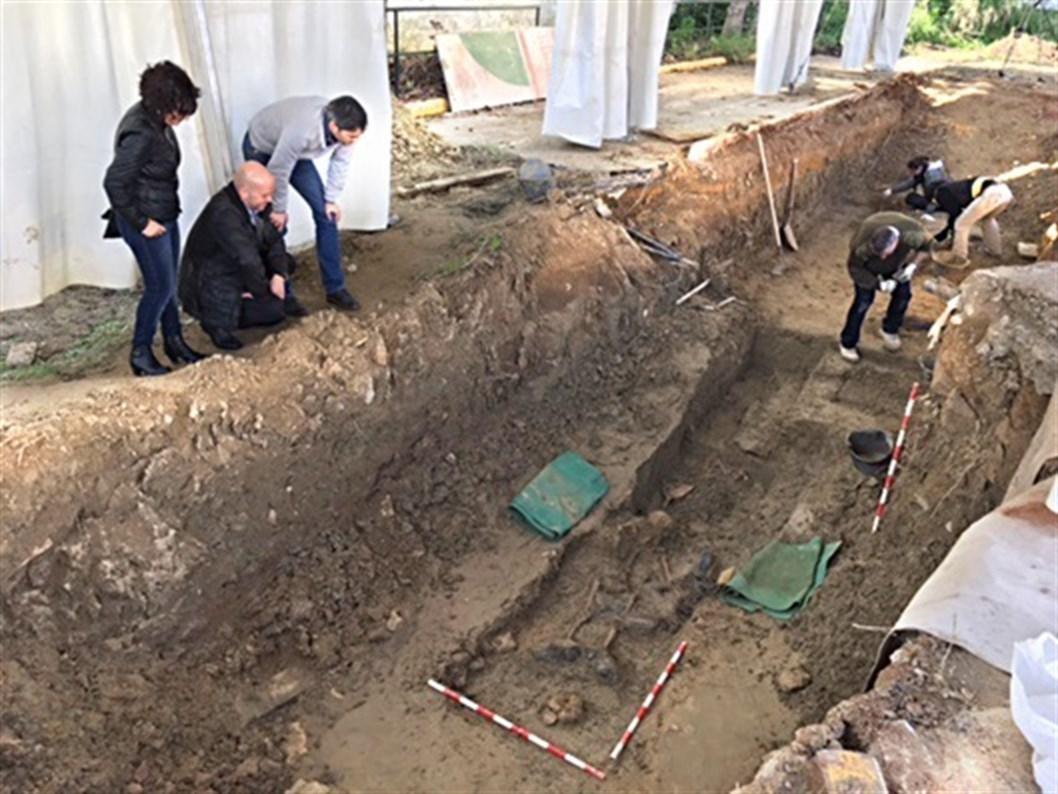 Avanzan los trabajos para recuperar los cuerpos de la fosa franquista de Camas