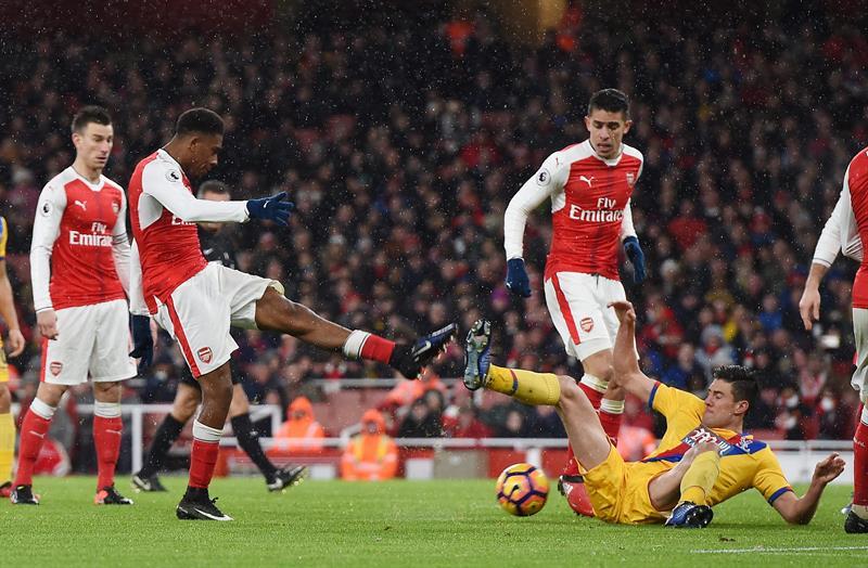Giroud y Kane lucen en la escalada de Arsenal y Tottenham