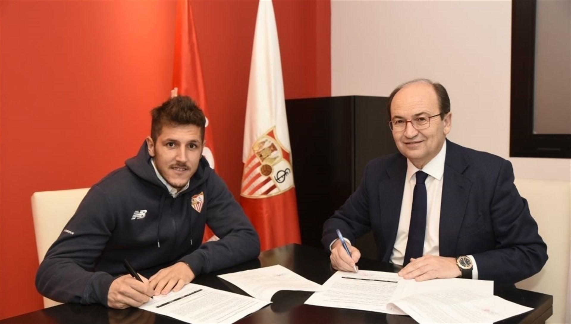 Jovetic, cedido con opción de compra, refuerza la delantera del Sevilla