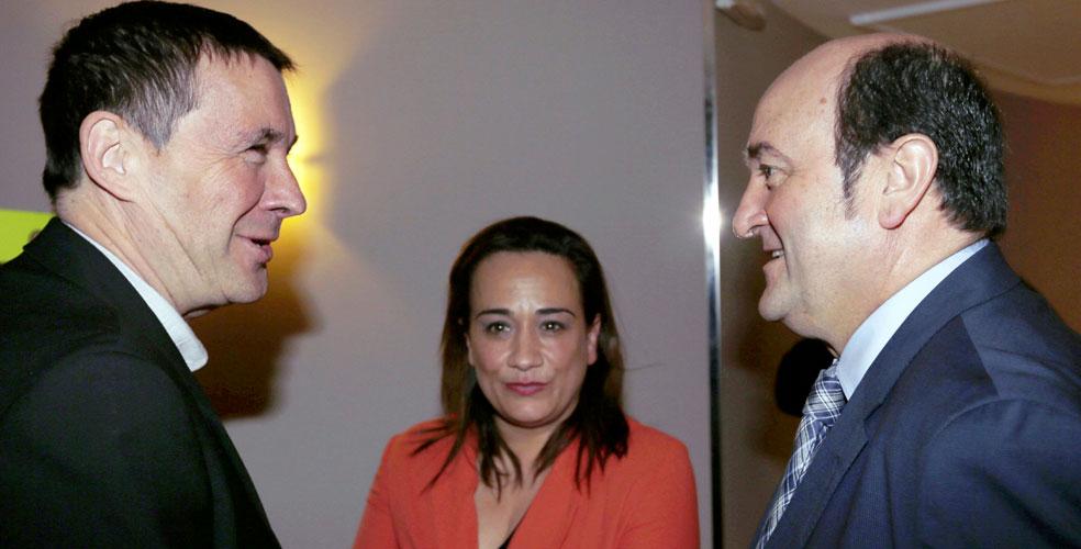 Arnaldo Otegi, Rafaela Romero y Andoni Ortuzar