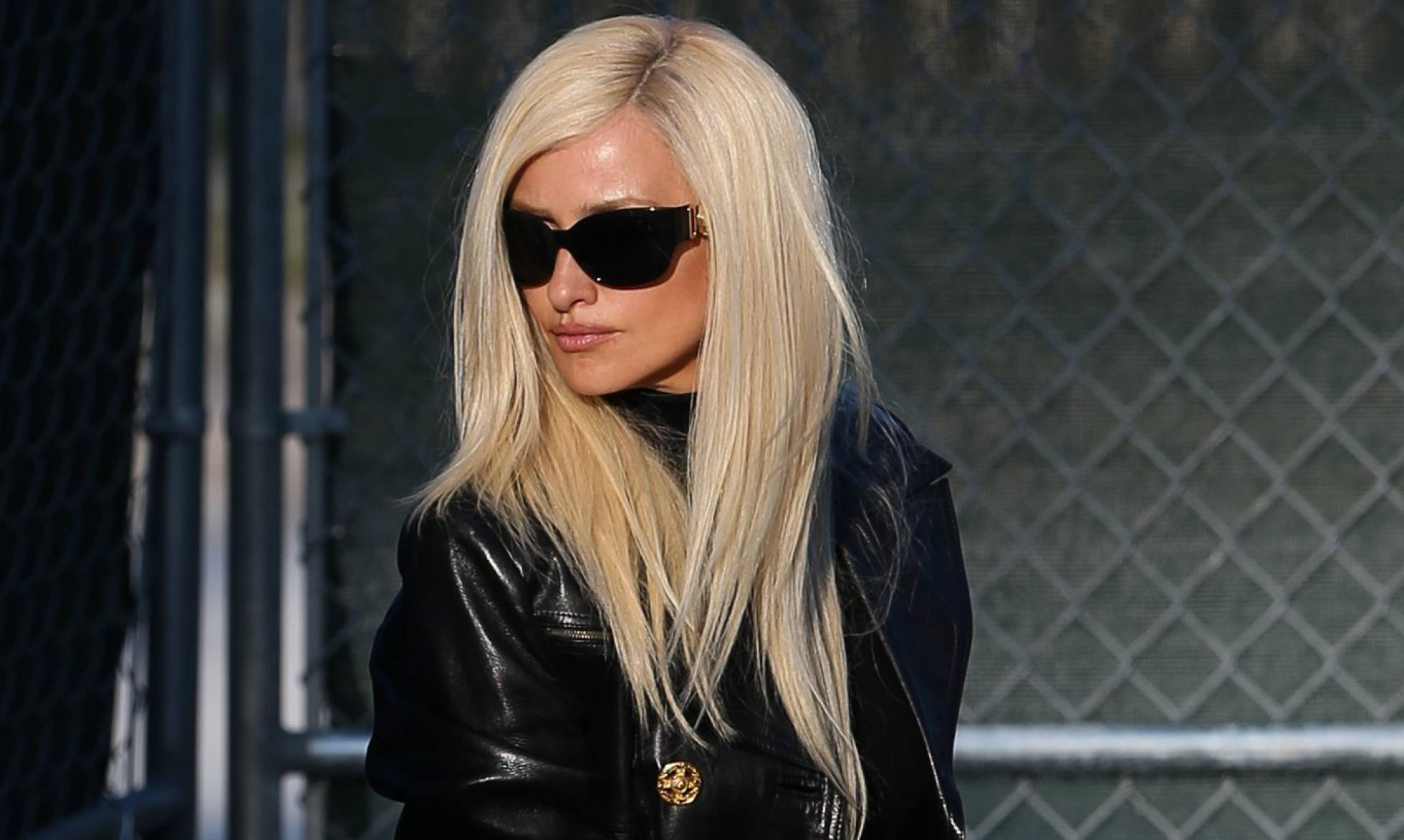"Penélope Cruz, de rubio platino para ""ser"" Donatella Versace"