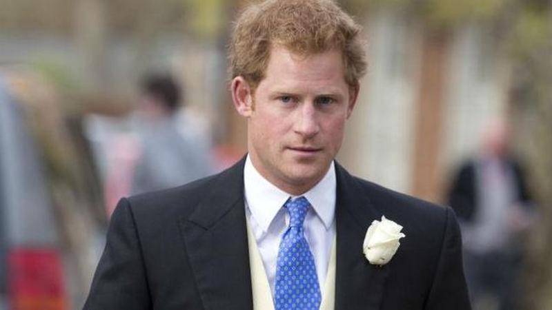 El príncipe Enrique critica a los que hicieron fotos de Diana en el accidente