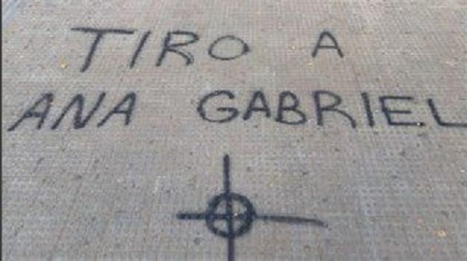 Aparecen pintadas con amenazas de muerte contra Anna Gabriel en la Universidad de Valencia