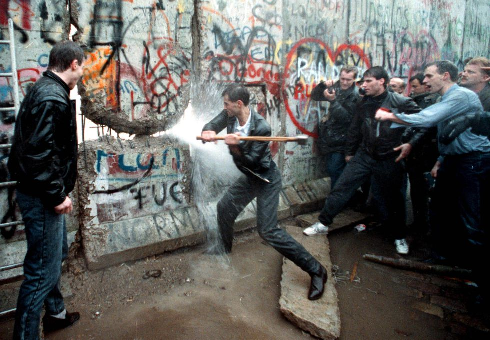 berlin wall versus the wall essay The berlin wall, built in august of 1961, was a physical symbol of the political and emotional divisions of germany the wall was built because of a long.