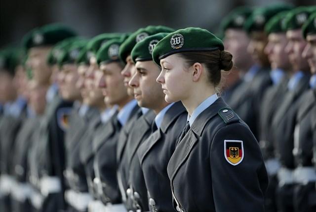 dbfbad0e5d2 El Ejército alemán planea introducir uniformes premamá para las militares  embarazadas