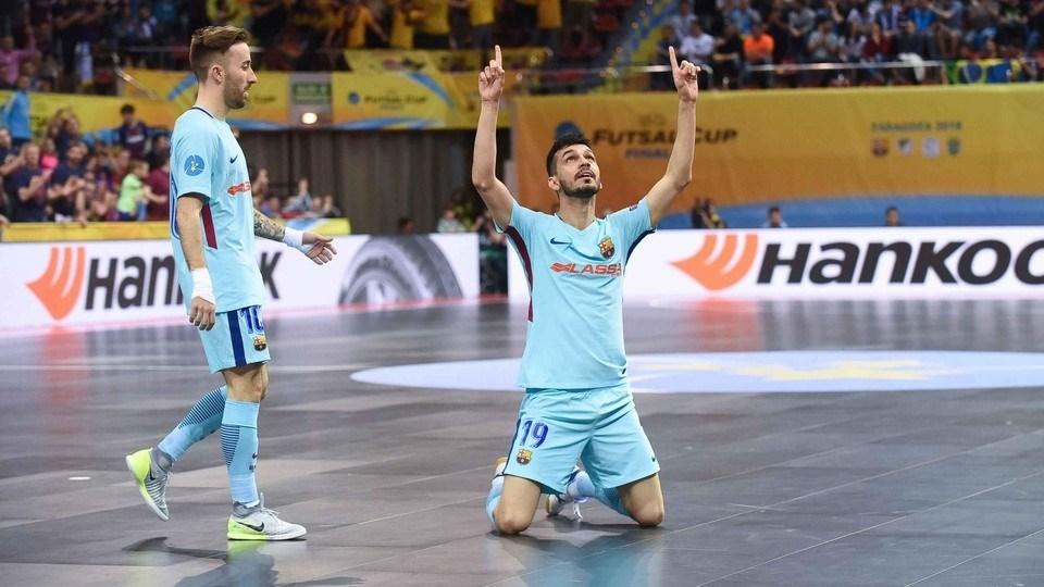 El FC Barcelona Lassa se despidió de la UEFA Futsal Cup con el premio de  consolación después de golear (1-7) al Györ húngaro dirigido por la leyenda  ... f271c9c21307f
