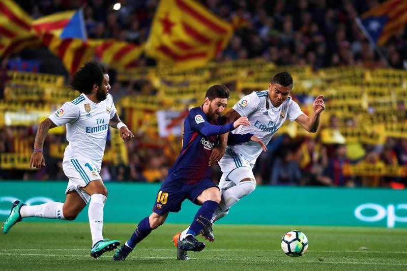 El Barça se mantiene invicto en un Clásico bronco y con mucha polémica (2-2)