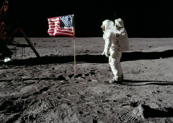 Iker Casillas no cree que el hombre haya llegado la Luna