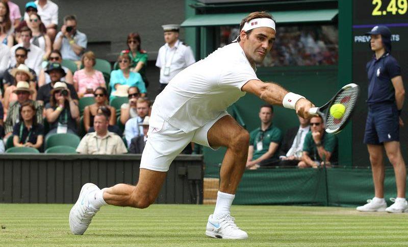 Federer marcha por la vía rápida en Wimbledon