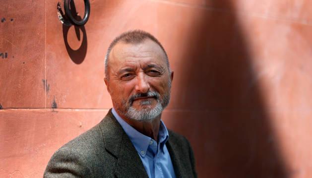Pérez Reverte dejaría la RAE de aprobarse lenguaje inclusivo en Constitución española