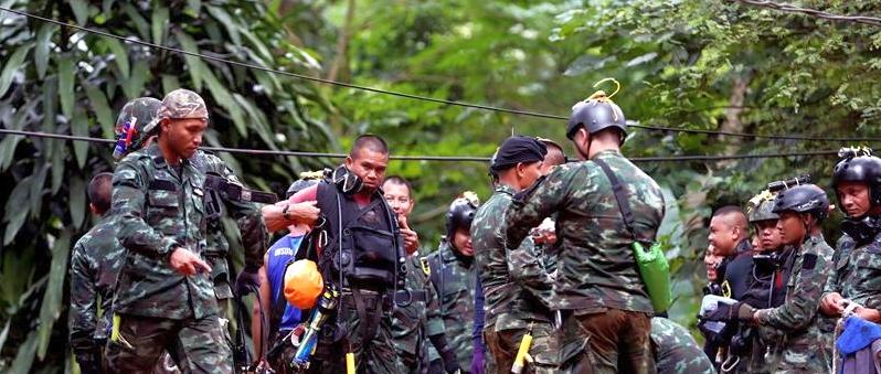 han rescate cueva niños narongsak dentro hasta