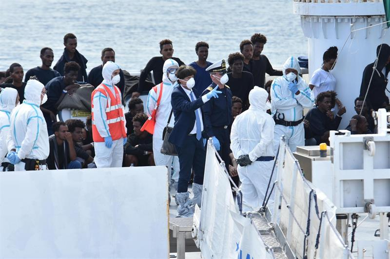 menores estas personas barco italia salvini inmigrantes ser