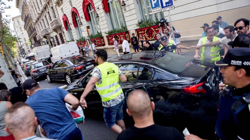 Un taxista detenido por agredir a un conductor de VTC en Barcelona
