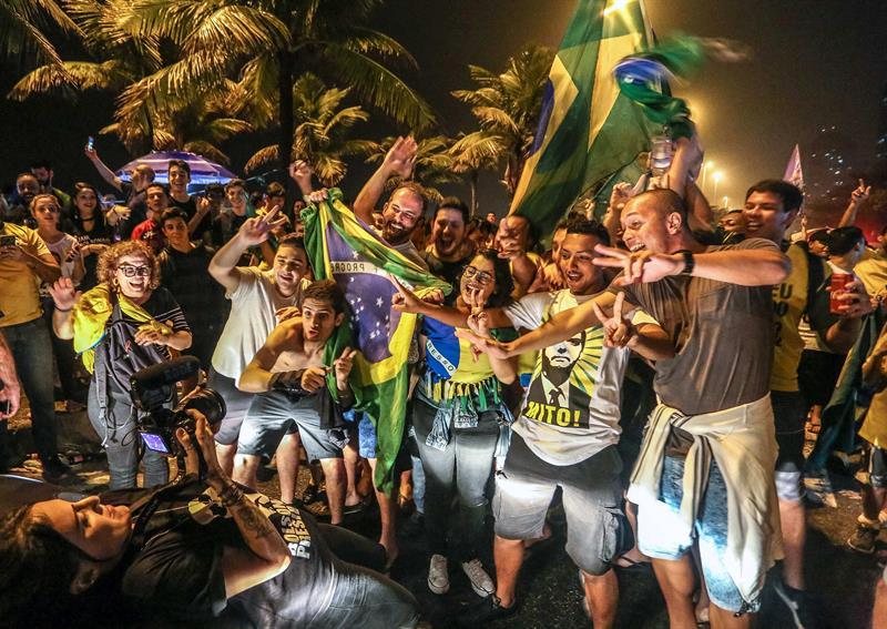 Jair Bolsonaro gana primera vuelta y supera expectativas
