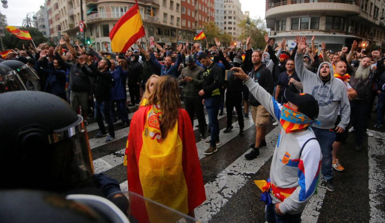Tensión en la marcha del 9 d'Octubre en Valencia por la presencia de un centenar de ultraderechistas