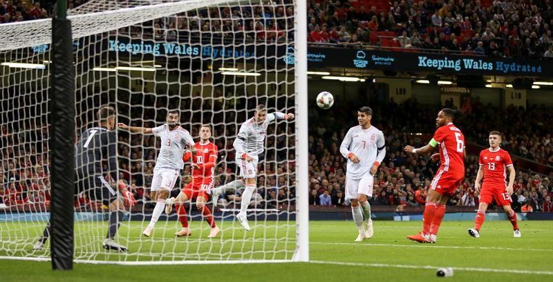 España golea a Gales en Cardiff con Alcácer como protagonista (1-4)