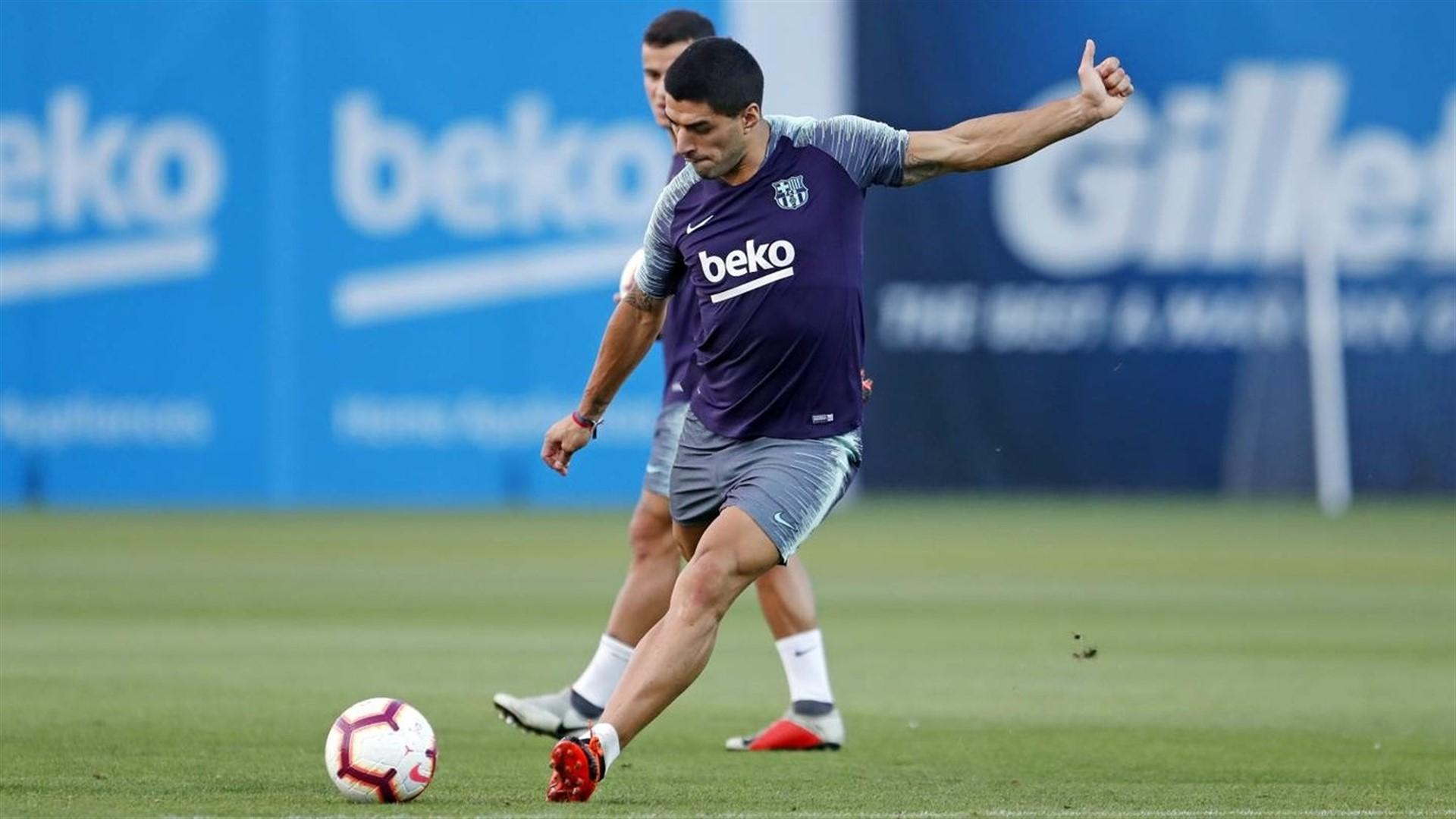 Luis Suárez realizará trabajo específico en Barcelona para disipar las molestias en la rodilla derecha