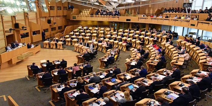 El Parlamento escocés rechaza por amplia mayoría el acuerdo del Brexit