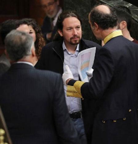 Pablo Iglesias exige 'modernizar' la Constitución y reivindica la República frente al 'bloque reaccionario'