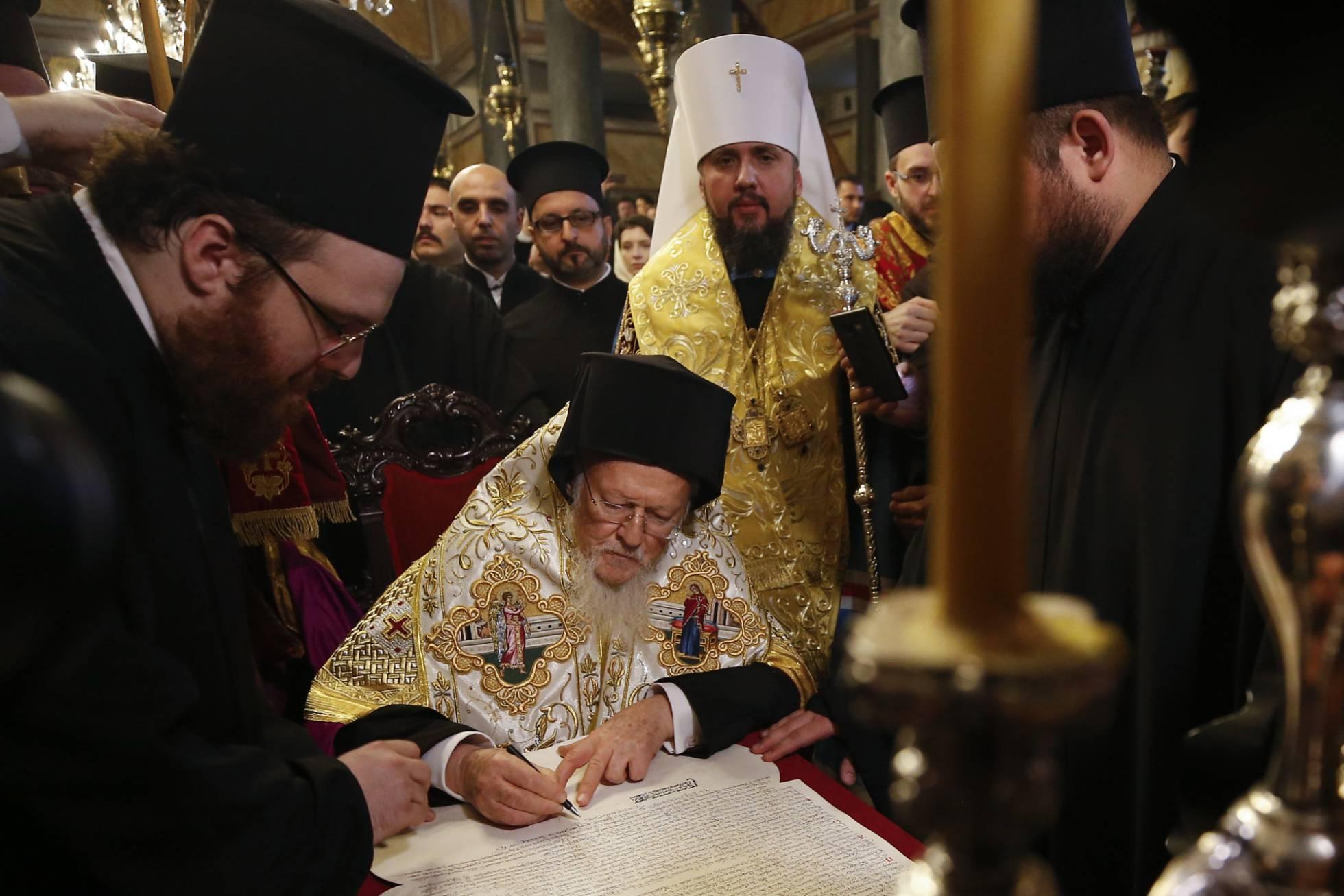 Mundo: La Iglesia ortodoxa se separó de su par rusa
