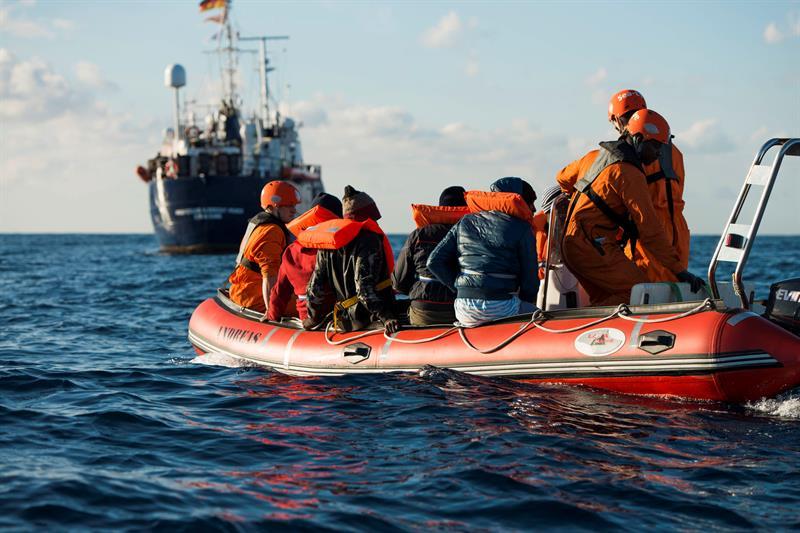 Resultado de imagen de Malta permite desembarcar a 49 migrantes tras un acuerdo entre ocho países de la UE