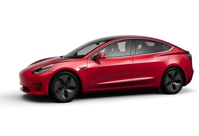 Tesla baja precio de autos en 2 mil dólares; cae su acción