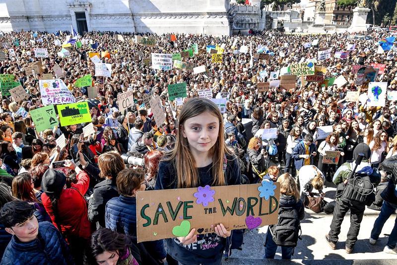 Marchan miles de jóvenes en el mundo contra el cambio climático
