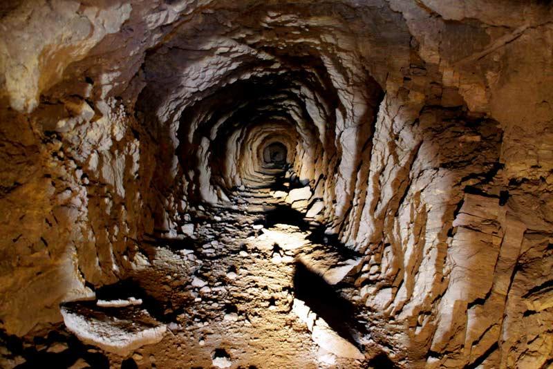 Unos 4.000 trabajadores atrapados en una mina de platino de Sudáfrica