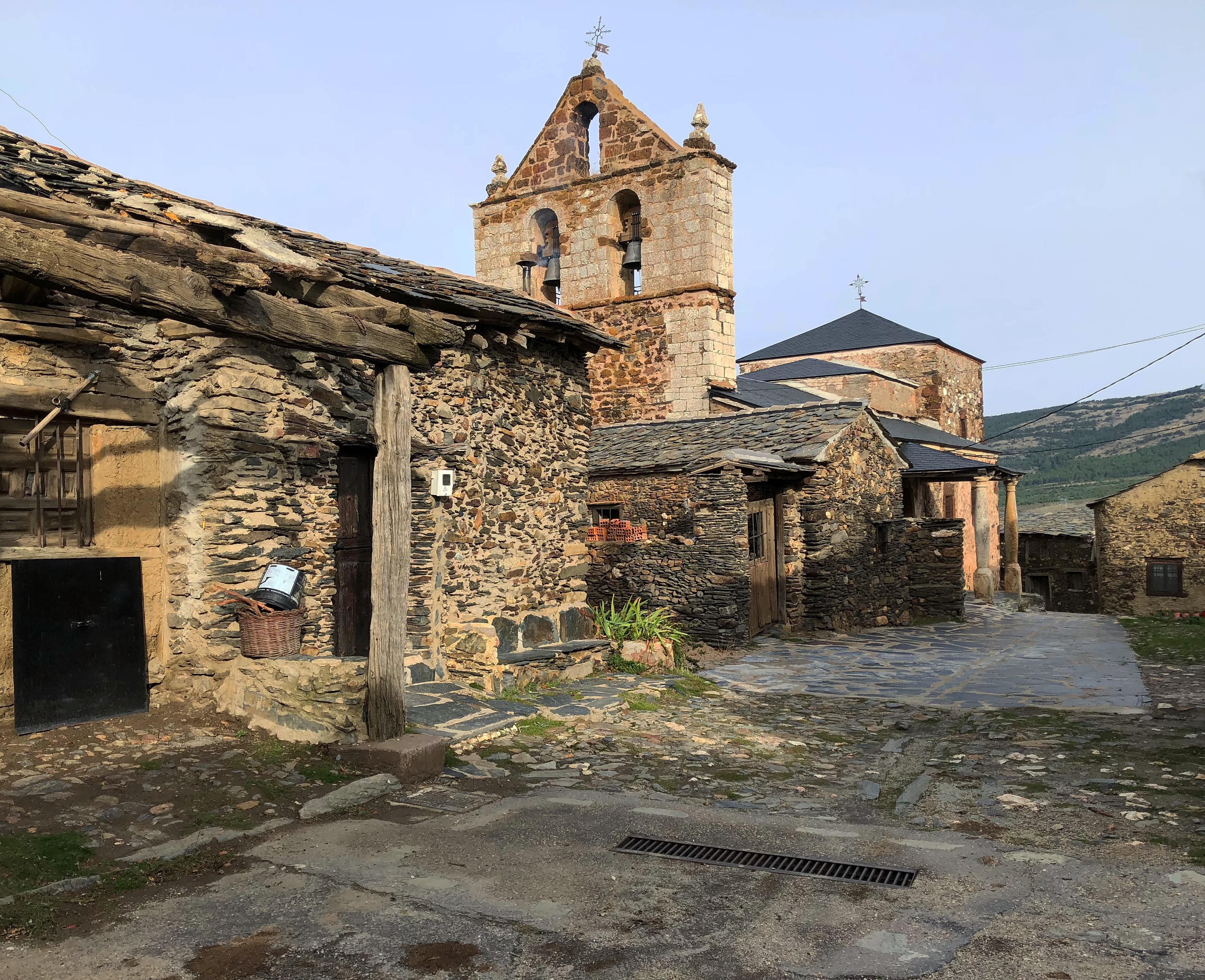 Resultado de imagen de Pueblos Negros de Guadalajara