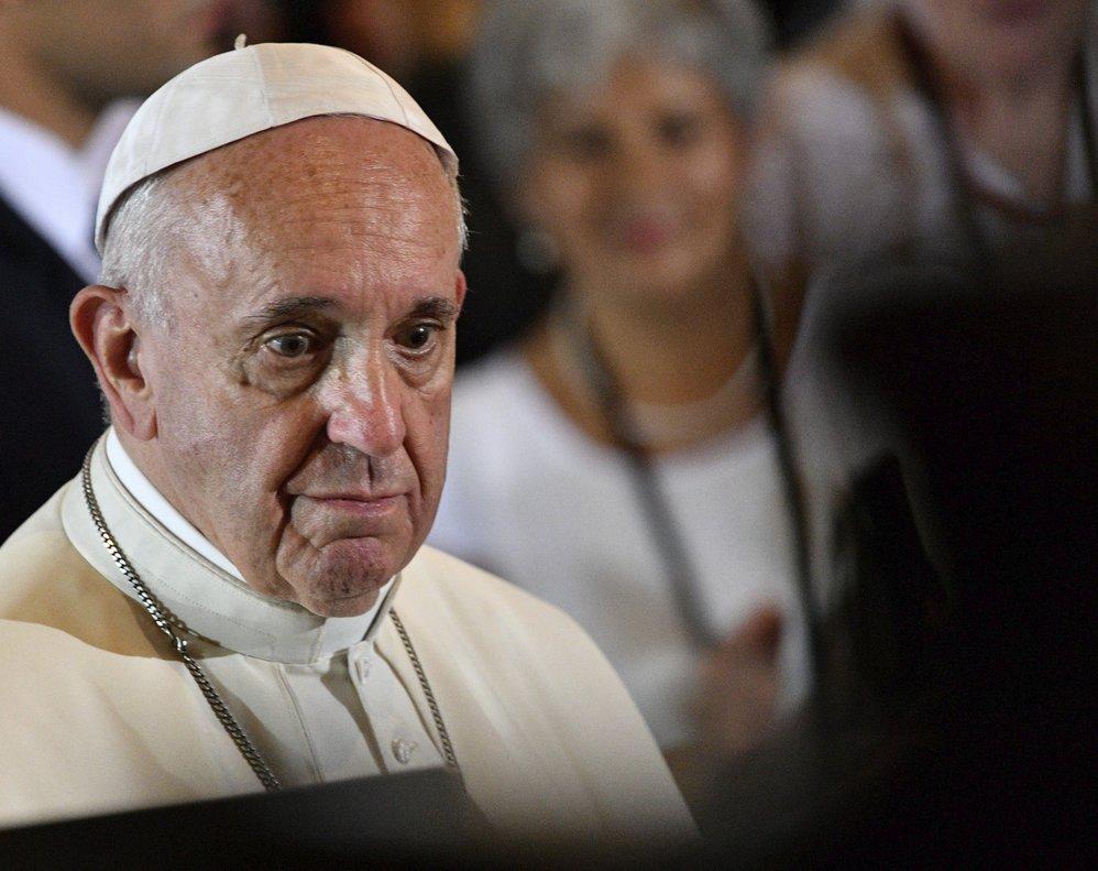 El Papa se enojó con una mujer en la plaza del Vaticano