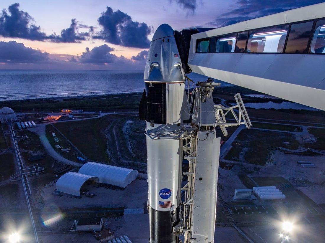Despegó cohete SpaceX en histórico vuelo tripulado privado al espacio