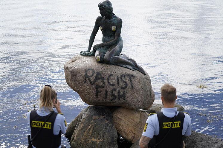 sirenita-pez-racista.jpg