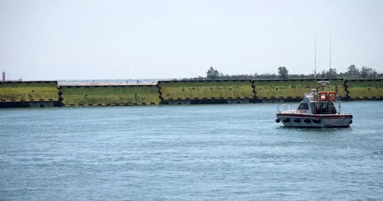 Italia.- Venecia prueba un nuevo sistema de diques contra las inundaciones